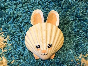 Make a Bunny from Shells - scallop and mussel shell bunny face