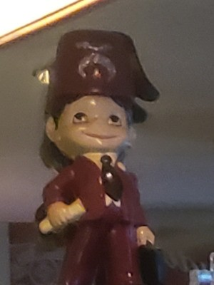 Identifying Figurines - figurine of a Mason member with fez and symbol