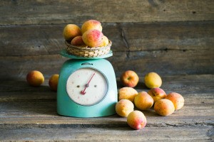 A food scale weighing apricots.