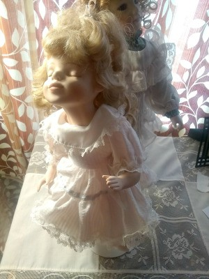 Identifying a Porcelain Doll - doll with eyes closed and mouth set for a kiss