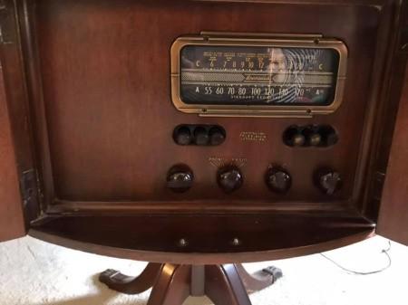 Identifying a Brunswick Drum Table Radio
