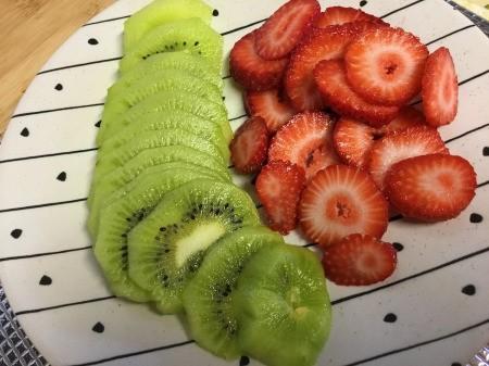 thinly sliced kiwi & strawberries