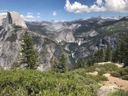 A photo of mountains in Yosemite National Park.