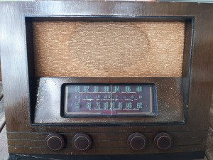 Value of a RCA Victor Radio - old wooden cabinet radio from first half of 20th c