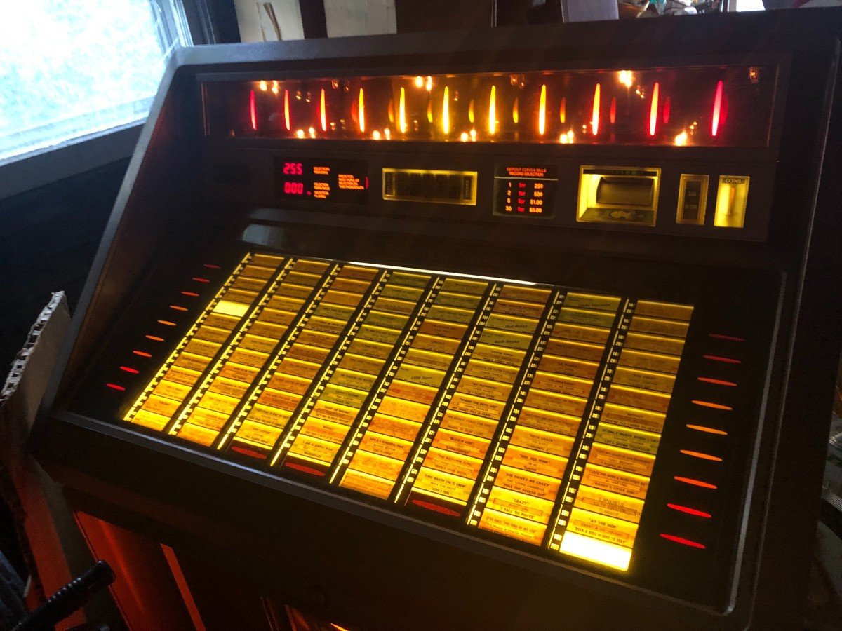 Determining the Value of an AMI Jukebox | ThriftyFun