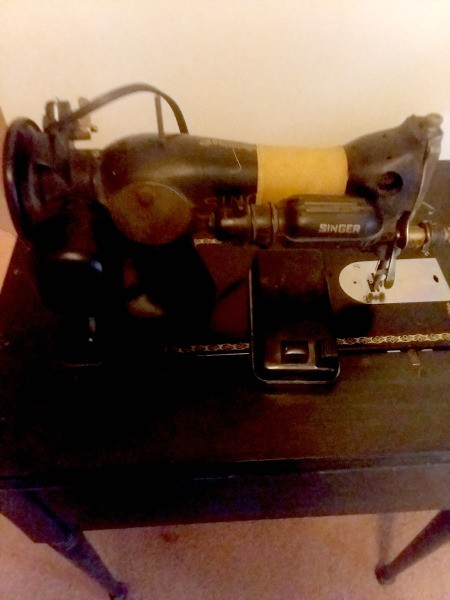 Value and Age of a Vintage Singer Sewing Machine