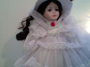Value of a Seymour Mann Scarlet O'Hara Doll  - Scarlet wearing a white dress and and matching hat