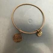 Restoring a Tarnished Gold Bracelet - clean bracelet