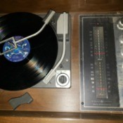 Value of a Vintage GE Console Stereo System - turntable and radio inside the unit