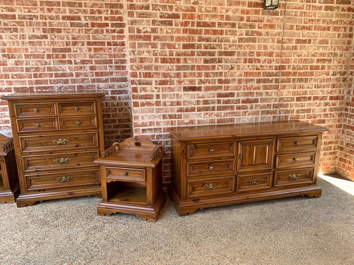 Vintage Thomasville Bedroom Set