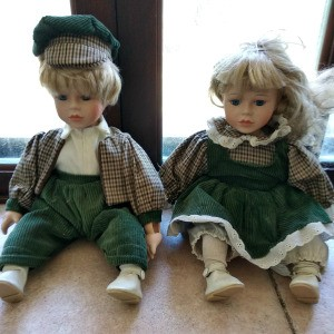 Identifying Leonardo Collection Dolls - male and female dolls wearing matching green and plaid outfits