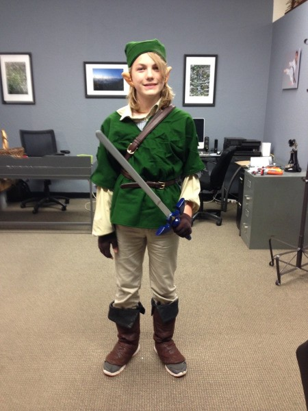 Tween dressed as Link from the Legend of Zelda