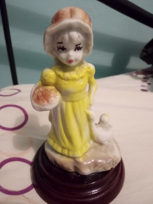 Identifying a Figurine - girl in long yellow dress and tan bonnet carrying a basket