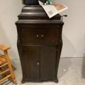 Value of an Antique RCA Victor Victrola - antique, crank Victrola