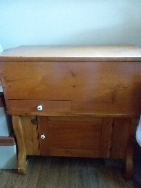 Identifying a Piece of Vintage Furniture