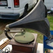 Value of an Antique Record Player - antique phonograph perhaps a Victor Talking Machine