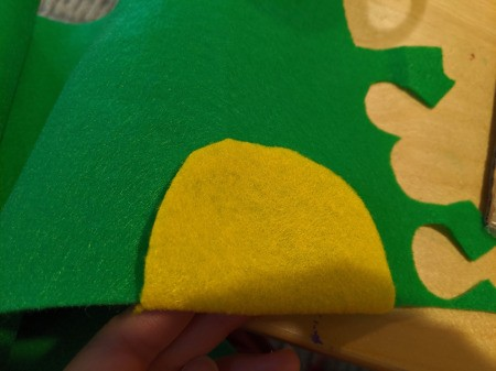 Halloween Taco Accessories for Adults - lay shell on green felt