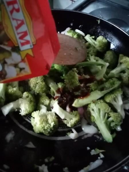 adding broccoli & some oyster sauce to pan