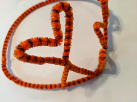How to Make A Pipe Cleaner Crown - heart
