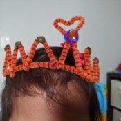 How to Make A Pipe Cleaner Crown - crown on a child's head