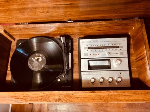 Value of a Vintage Console Stereo - turntable, radio, and 8 track tape player