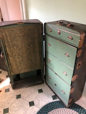 Value of a Belber Travel Trunk