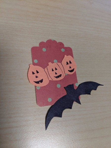 DIY Pumpkin and Bat Halloween Favor Tag - arrange pumpkins and bat on tag and glue in place
