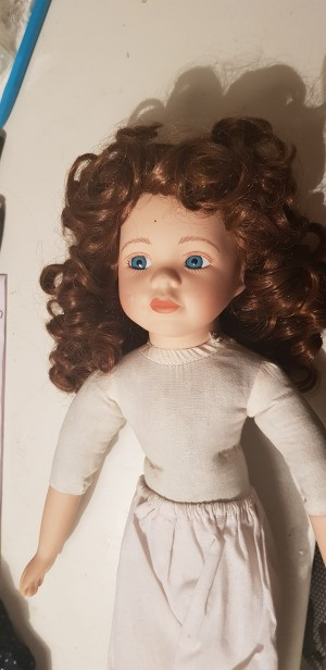 Identifying a Ceramic Doll - auburn haired doll