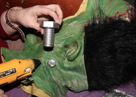 Attaching bolts to the neck of the mask.