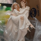 Identifying a Giuseppe Armani Capodimonte Figurine - groom carrying his bride