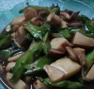 Cuttlefish Cubes with Star Beans in bowl
