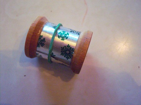Vintage Looking Thread Spool Tree or Gift Ornaments - cut decorative paper to fit around spool, glue and hold in place with a rubber band until dry