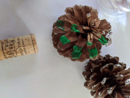 Christmas Tree Place Card Holders - paint the ends of the pinecones green