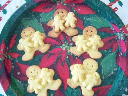 "Gingerbread cookies with small ""babies""."
