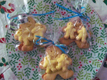 """Gingerbread cookies with small """"babies""""."""