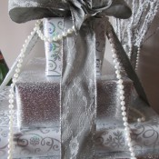 A gift box wedding table display.
