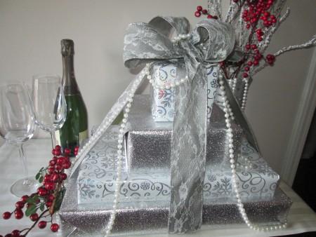 A gift box wedding table display.