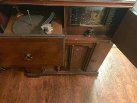 Value of a Vintage Zenith Cabinet Radio/Stereo
