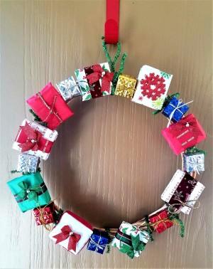 Mini Gift Wreath - wreath hanging