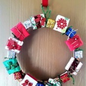 Mini Gift Wreath - wreath hanging