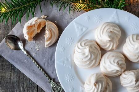 A plate of Christmas meringue cookies.