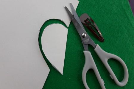 Felt Heart Hair Clip - cut out the paper shape