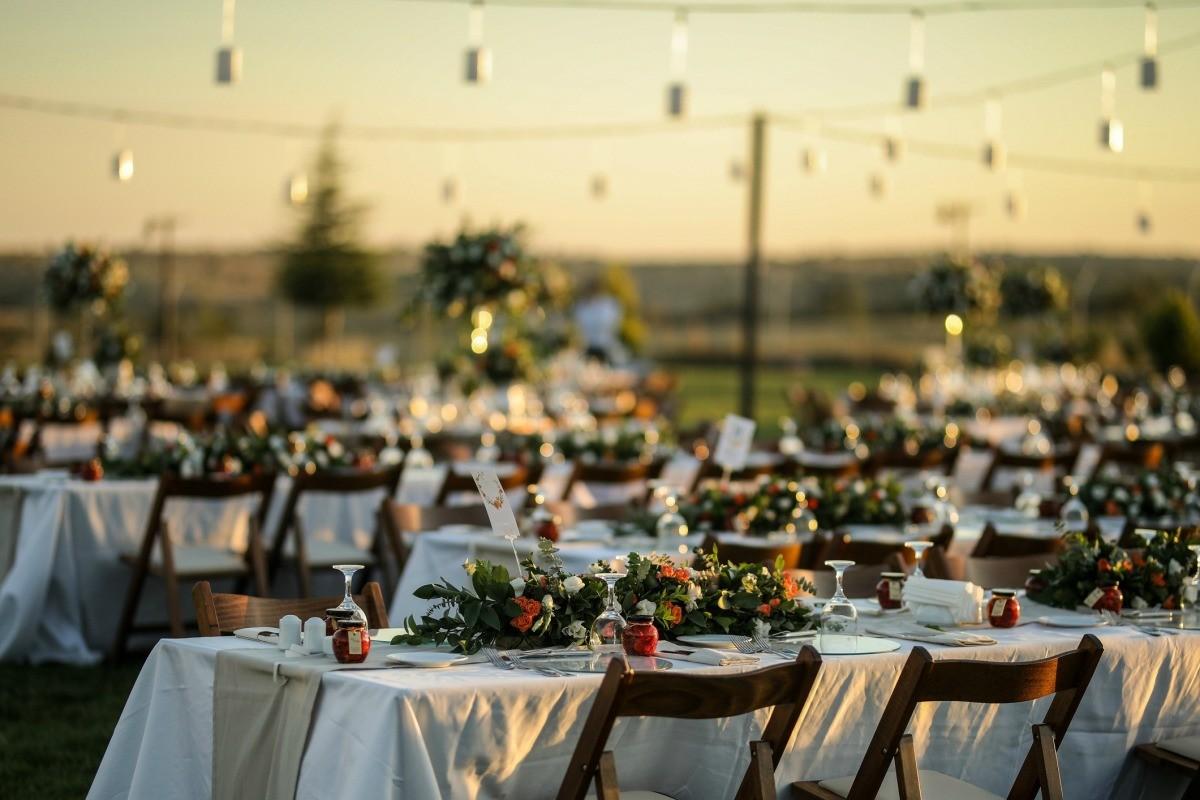 Saving Money On Wedding Table Coverings
