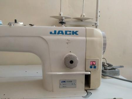 E4 Error on Jack JK9100b Sewing Machine - machine with error code on the screen