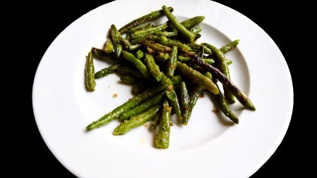 A plate of roasted green beans.
