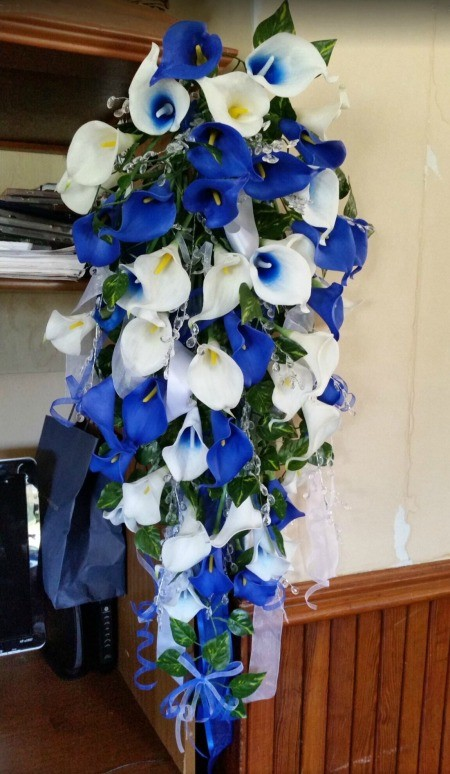 Wedding flowers in white and blue.