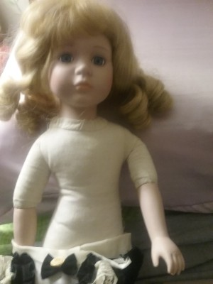Identifying a Porcelain Doll - undressed doll