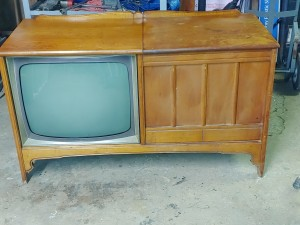Age and Value of a Vintage GE Console TV - light wood cabinet console TV
