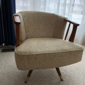 Identifying a Swivel Chair - chair with asymmetrical back, looks vintage