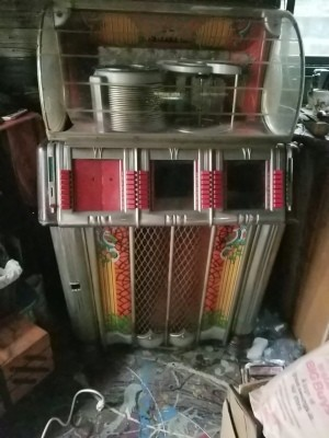 Value of a Wurlitzer 1250 Jukebox - juke